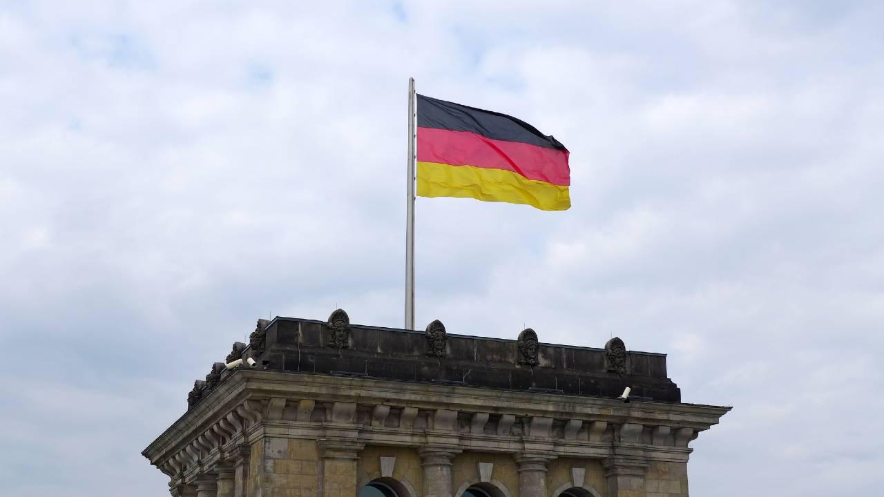 ドイツ、SPD党首選で連立懐疑派が勝利…政権への影響は?