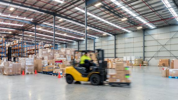 売上減少、健康被害も…工場の「床の傾き」による悪影響
