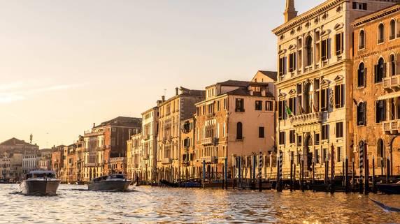 イタリア、新型コロナウイルス感染の動向・特色と経済への影響