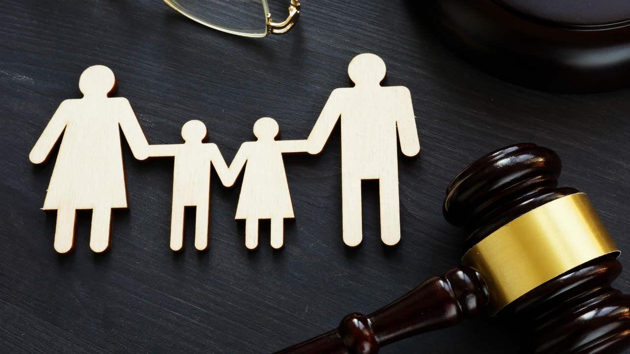 親の再婚…継父の子にはならずに「再婚後の姓」を名乗れるか?