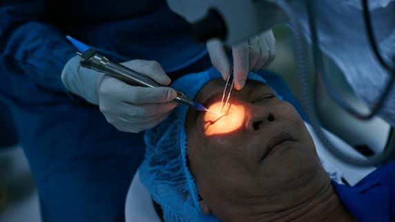 疲れ目だと思ったら!? 失明にもいたる「網膜剥離」の初期症状