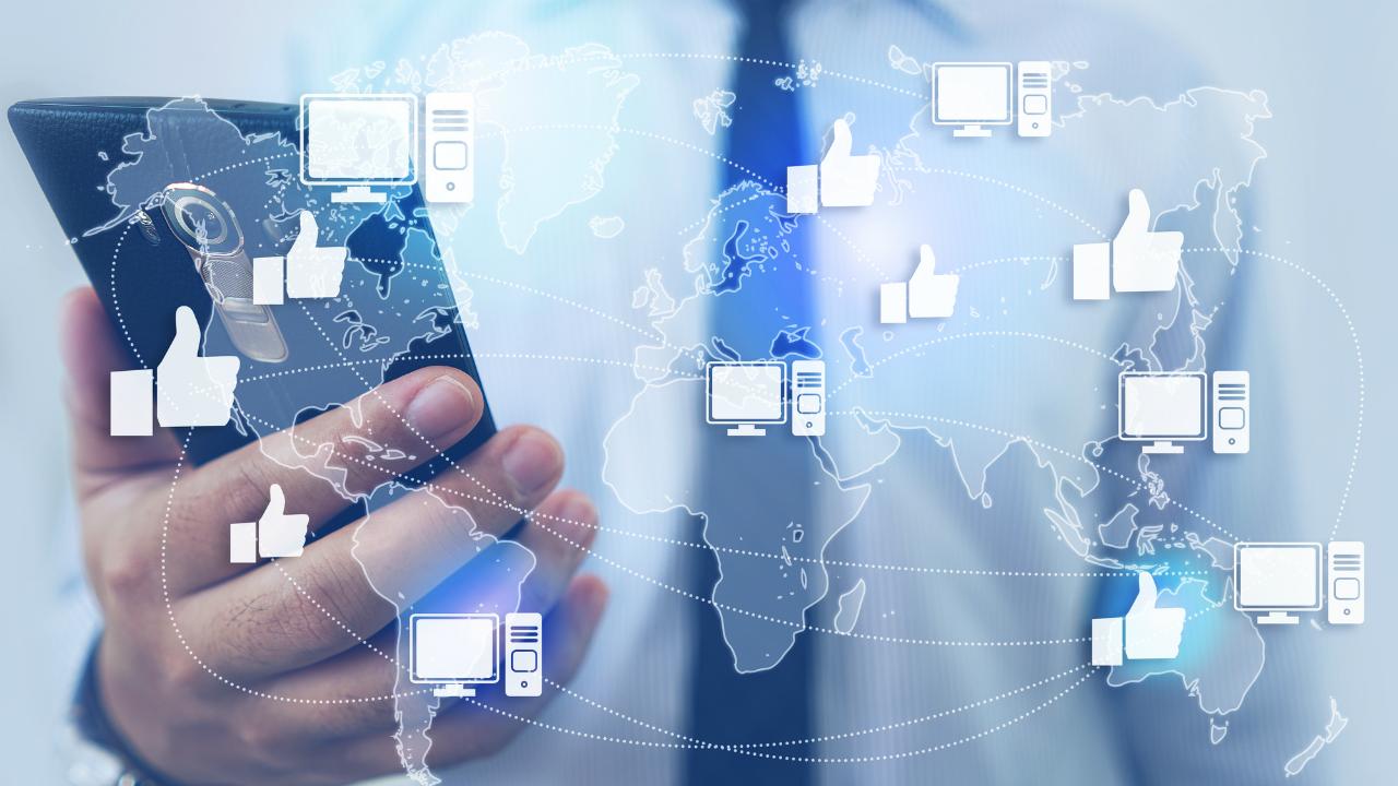 経済システムとして卓越 Facebookの「人が人を呼ぶ仕組み」