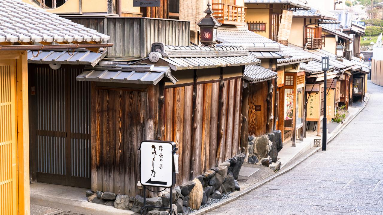 規制がすごい!京都「1200年続く古都の姿」を維持できるワケ