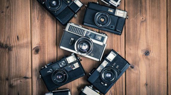 カメラ復調 インスタ効果 キヤノンなど販売計画上げ 販売しているのは?