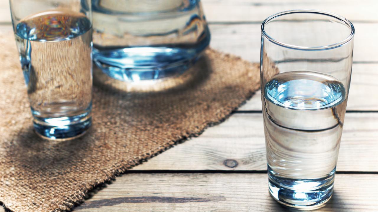 朝に飲む「コップ1杯の水」が便秘予防になる理由