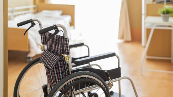 年金30万円の父が「老人ホームの請求額」に絶句。死を望み…