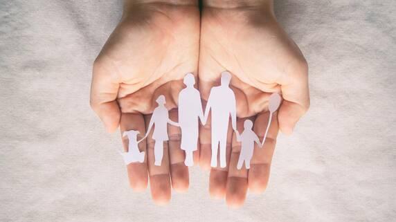 年711件成立「特別養子縁組」新しい親を得た子どものその後