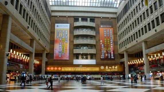 台湾天才IT大臣「台北駅コンコースをそれでも解放する理由」