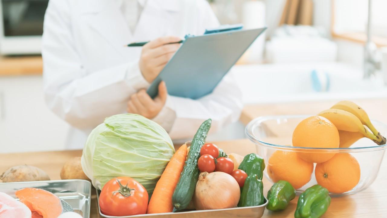 高給の医師、薬剤師…なぜ「管理栄養士」の給料は激安なのか