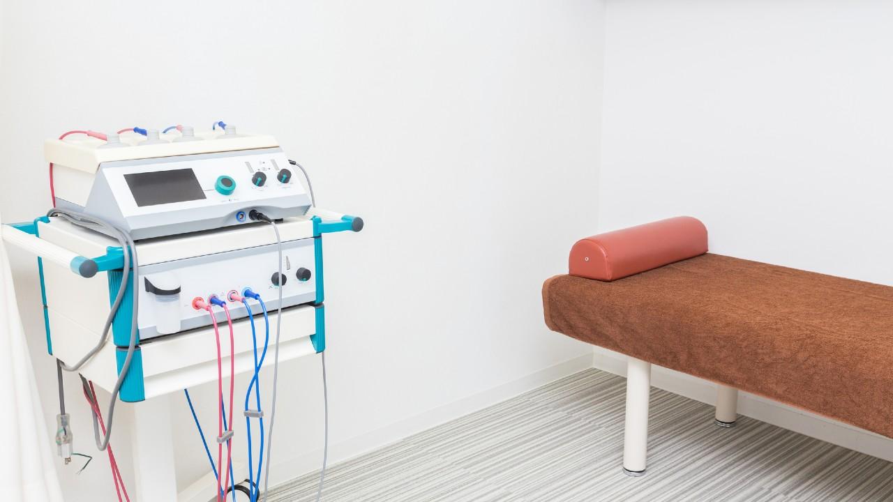 現役医師が解説!椎間板ヘルニア「電気治療で完治」は本当か?