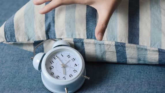 「朝起きたとき」に感じる目の違和感・・・原因は何か?