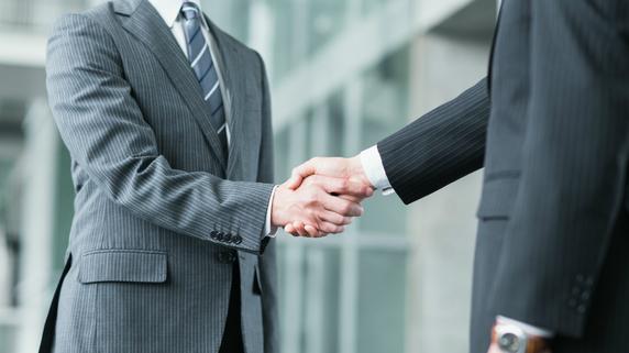 「同業者」へ親族外事業承継を行うメリット・デメリット