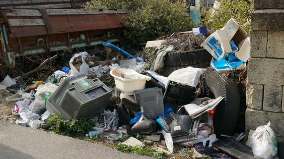 隣の空き地からあふれる不法投棄物・・・損害賠償請求は可能か?