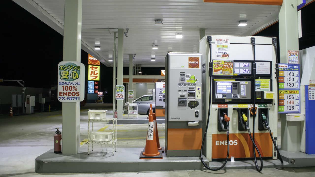 原油価格が低調…「給油したら安くなった」と喜んでいてよい?