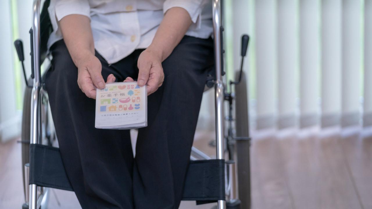 ベッドに縛られ…「薬をもらえない」認知症になった独居老人の末路