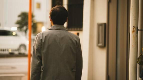 独身・55歳男性「貯蓄100万円しかない」…将来の年金額「月15万円」の焦燥【FPが解説】