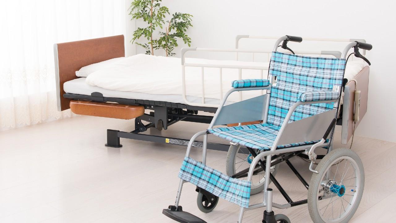 「介護ベッドや車いす」購入とレンタルでは、どちらがお得か?