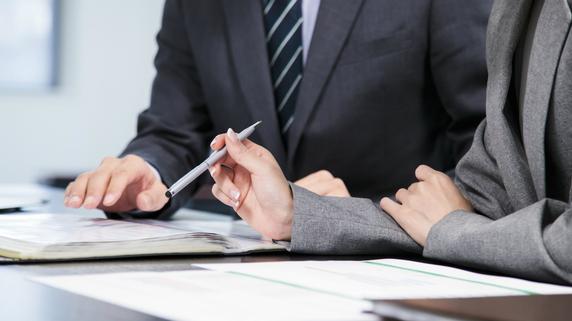 会社の売却・・・「事業譲渡」「株式譲渡」のどちらが有利?