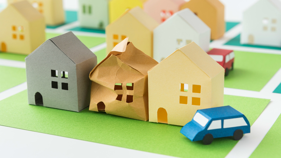 隣の空き家が倒れて自宅が損壊・・・修繕費用は誰に請求すべき?