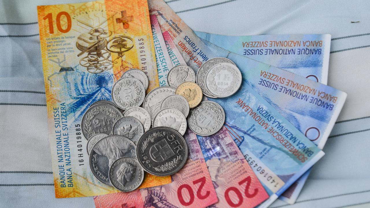 スイス中銀のマイナス金利政策、副作用の軽減目指すが課題も
