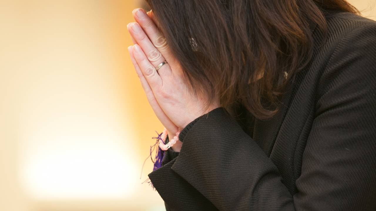働き盛りの夫、急死…専業主婦+子ども2人の生活を守るには?