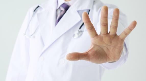 恨まれるのが嫌・・・交通事故被害者の診断を避けたがる医師