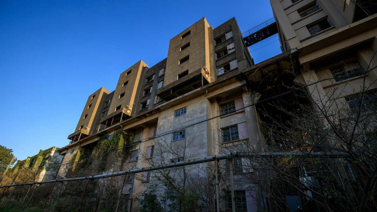 「心が壊れた」築60年の超老朽マンションに1人住み続けたら…