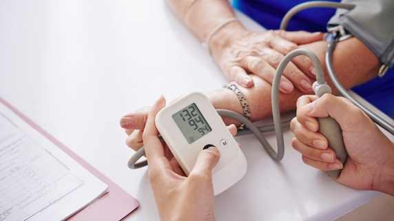 高血圧やアトピー…白内障手術で「思わぬリスク」がある持病