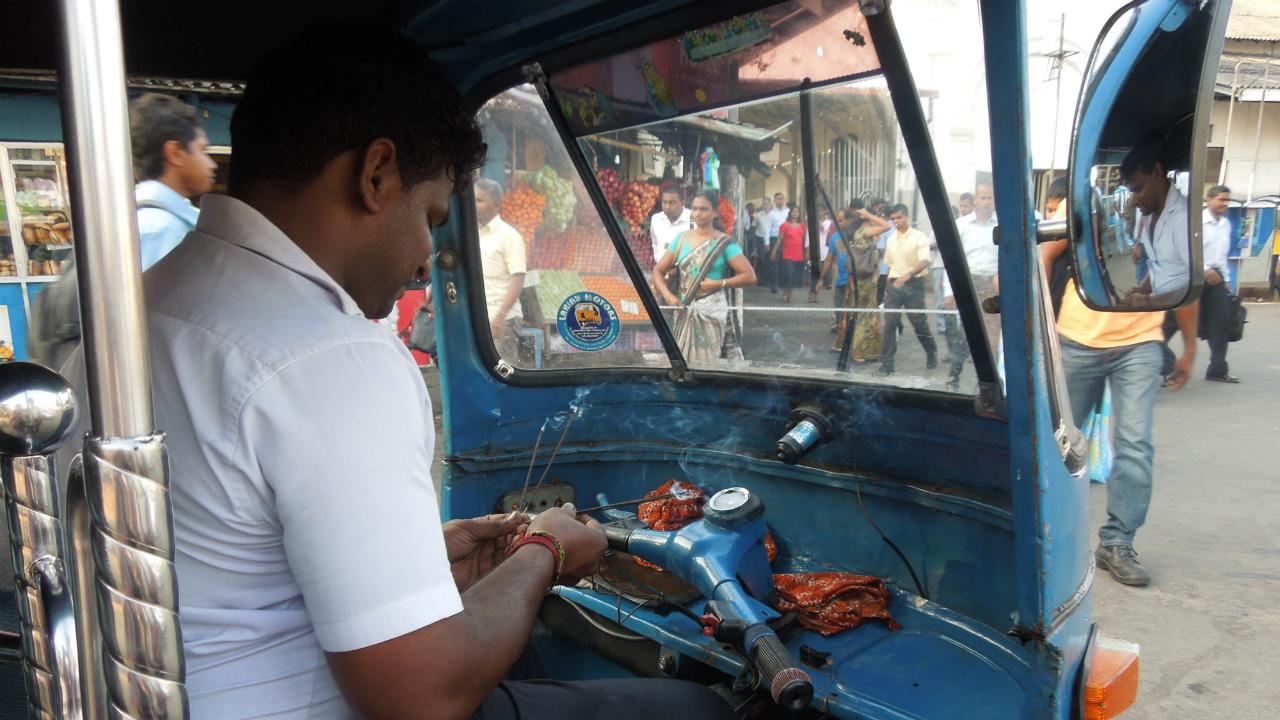 スリランカの「タクシー・アプリ」登録にドライバーが殺到