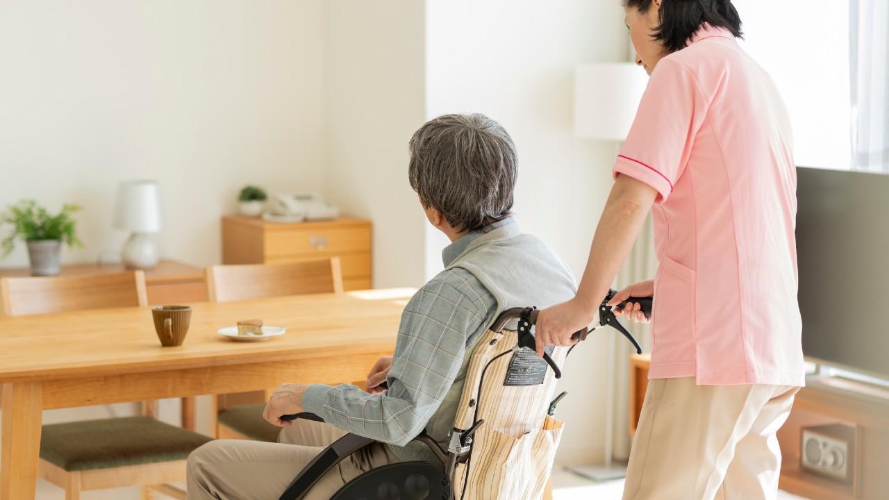 1泊旅行をする老人ホーム…なぜ優秀な職員がいると分かるか