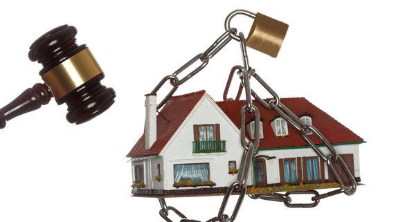 不動産投資失敗の果てに待つ「競売」と「任意売却」とは?