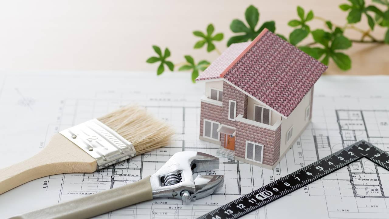 銀行、融資拒否…70代夫婦、築30年のマイホームを修繕できず