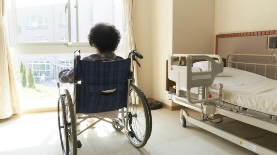 一人暮らしの高齢者が抱える「経済・健康・事故」などのリスク