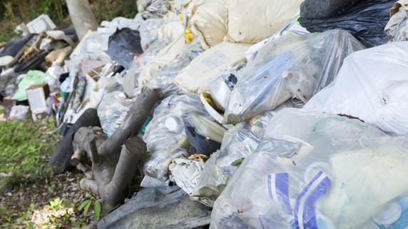 撤去費用は1000万円以上!? 相続した土地に「ゴミの山」の惨状