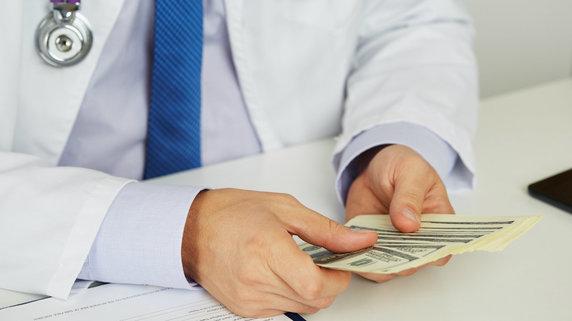 医師の「退職金」はどれくらい? 勤務医の最新お金事情