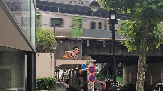 バンクシーと双璧「インベーダー」街に散らばるドット絵の価値