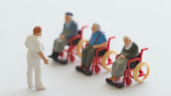利用者中心の介護ができない・・・人材不足に苦悩する現場の声