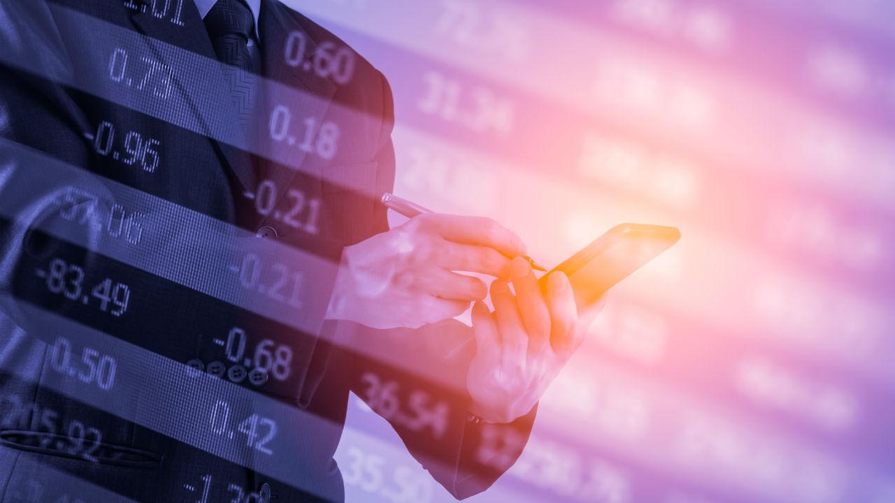 MMFと債券に集中する「投信マネー」