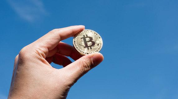 発行主体、発行上限から見た「仮想通貨」と「法定通貨」の違い