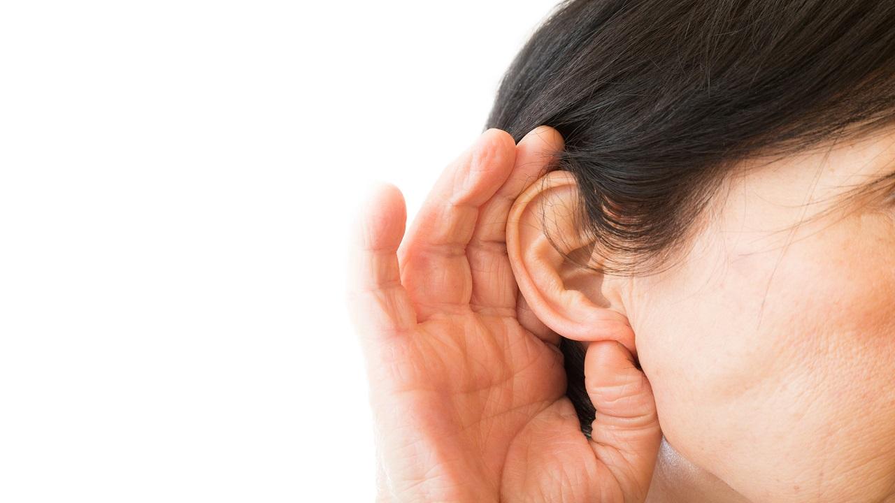 放置すればうつ状態にも!? 「難聴」が引き起こす様々な問題
