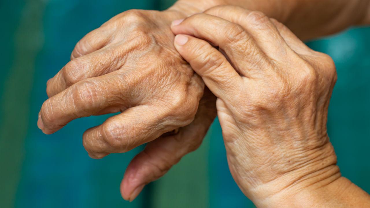 老老介護という牢獄…心が壊れた母、床に転がる「認知症の父」