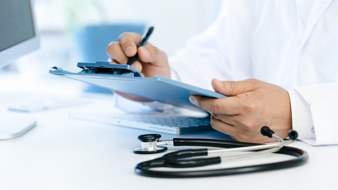 レセプト業務が長引く原因は、「電子カルテの使い方」にある【医療機関コンサルが解説】