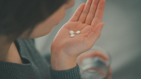 「薬飲んでません」処方薬の服用を中止する患者、仰天の言い分