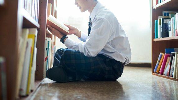 東大合格に「読書」は不可欠…スマホ世代に本を読ませるには?【元・灘校名物教師が解説】