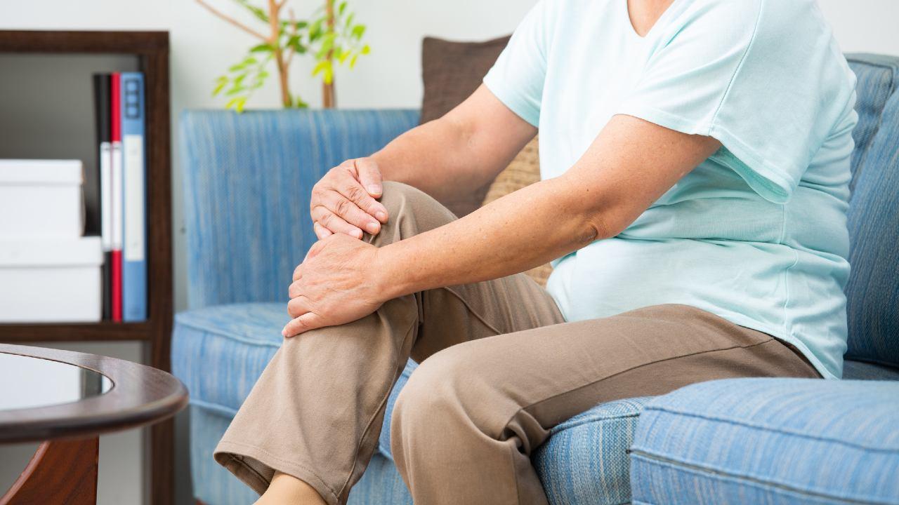 「膝がポキポキ鳴る」は病気の前兆…痛くなる前に早期受診を!【医師が解説】