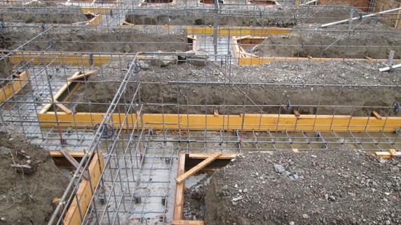 基礎が完全に浮き上がってしまった建物の修正事例