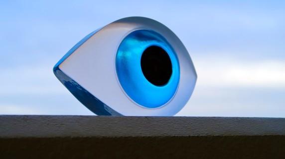 目がかすむ、まぶしい…白内障かな?と思ったら受けるべき検査