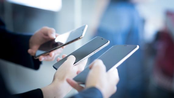 携帯通信料金引き下げが招く円高