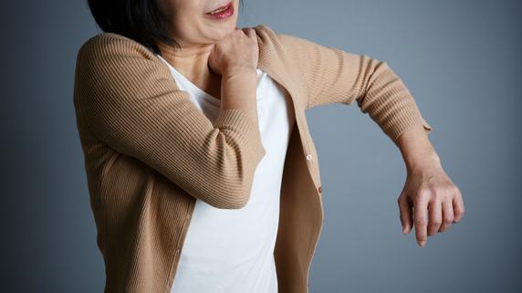 「肩の痛み」を感じたら、速やかに医療機関を受診すべき理由