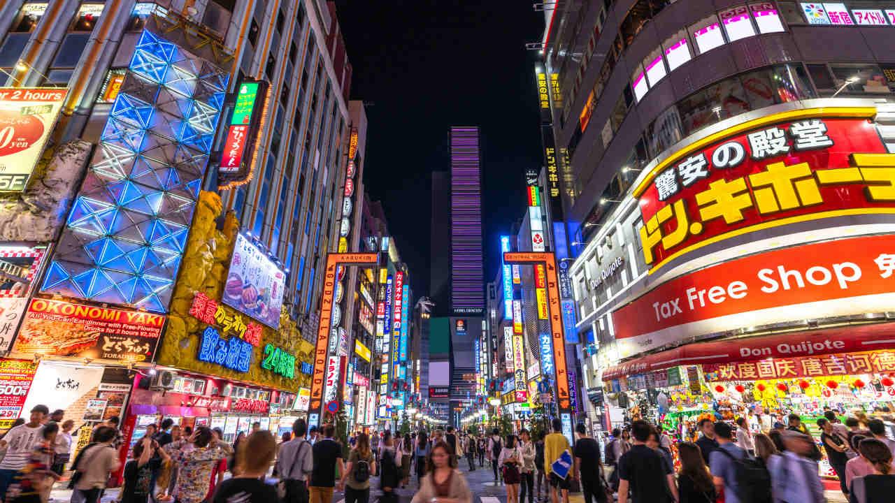 日本刀を肩に乗せた用心棒が?「歌舞伎町全盛期」…当時の様子